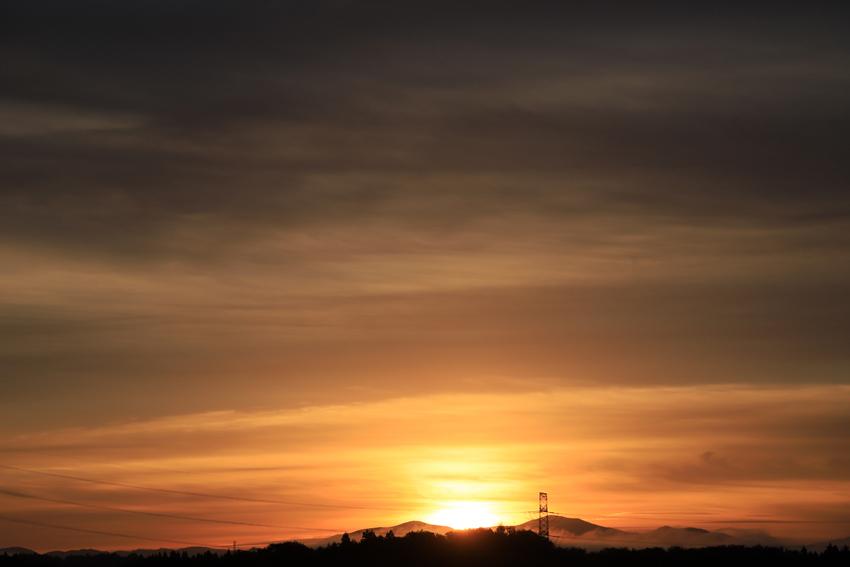 20181013藤沢3山から昇る朝陽