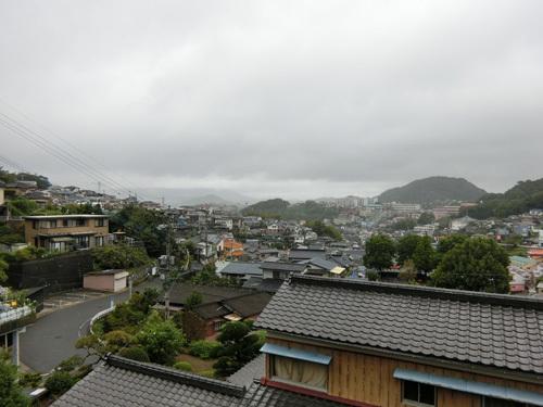 雨降りの日、多いですね。