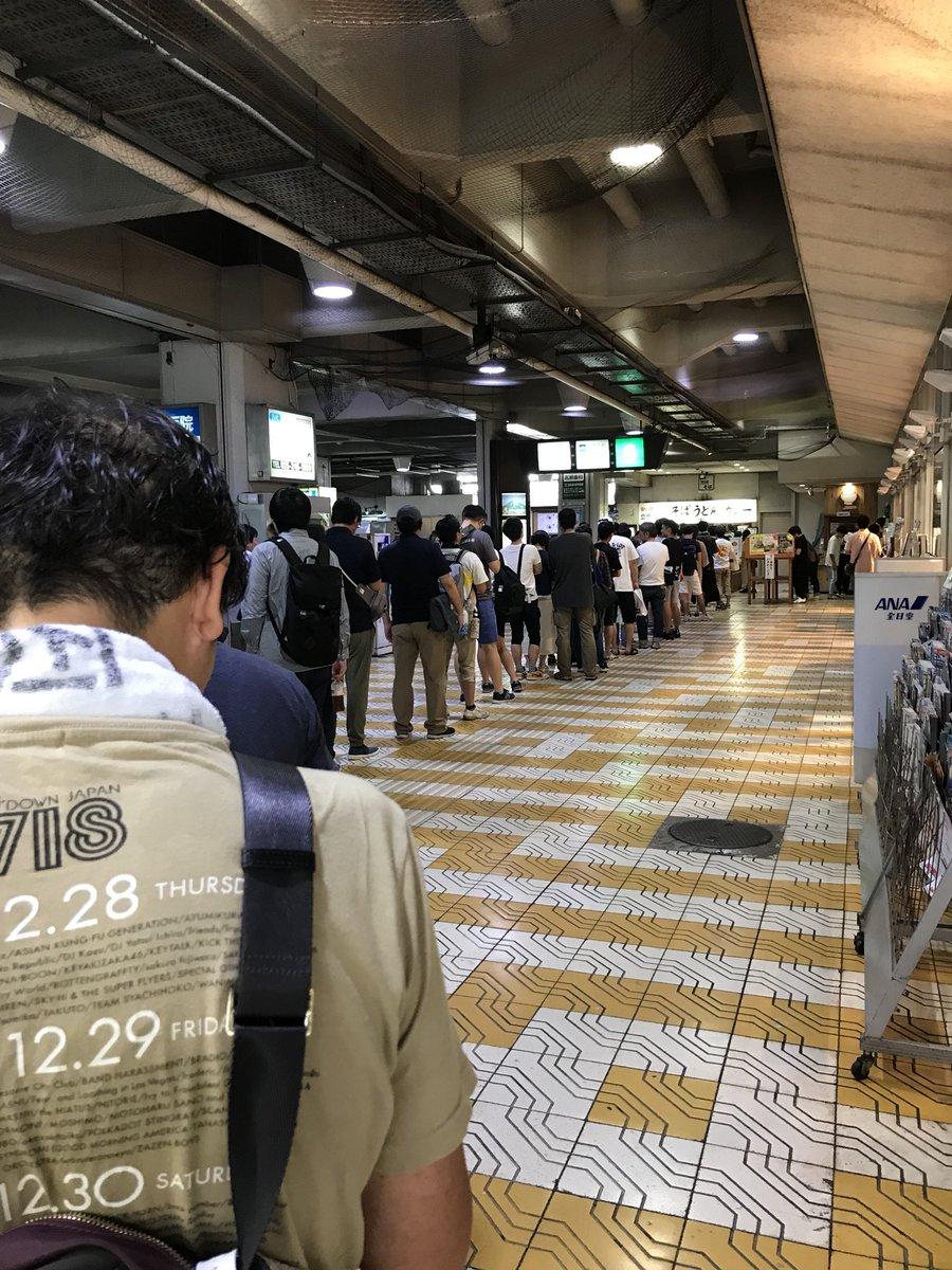 万代シティバスセンターのカレー 長蛇の列