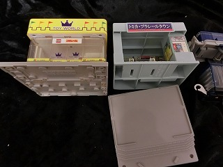 セット内容からトミカタウンお店&駅入口