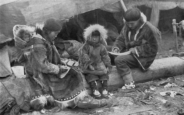 Eskimo_Family_NGM-v31-p564.jpg