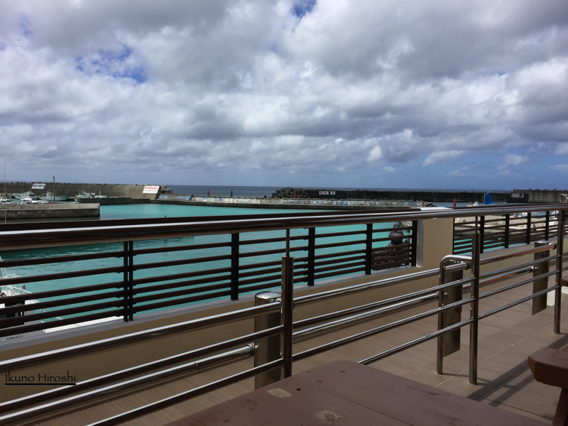 海人食堂テラスから見た読谷漁港