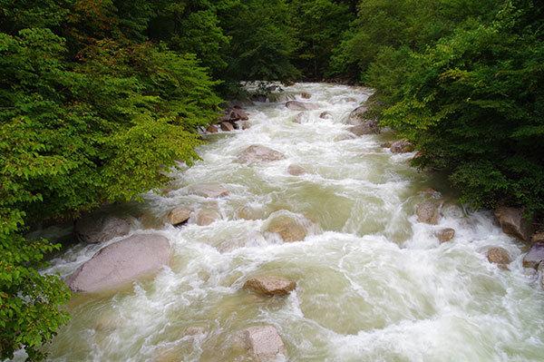 中房渓谷の増水