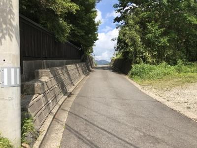 堀跡を利用したと思われる道路
