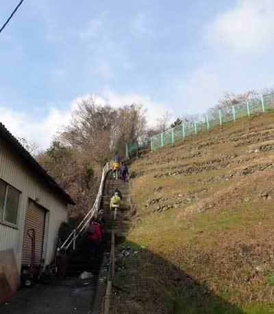 180202観音塚古墳へ階段
