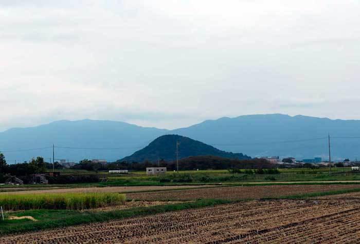 畝傍山桜井方面から