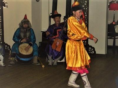 踊り、モンゴル風