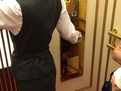 日本橋高島屋 エレベーター 手動1