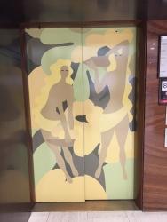 日本橋高島屋 東郷青児デザインのエレベーター2