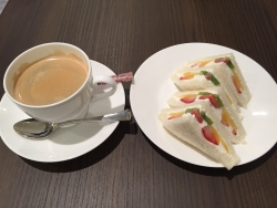 日本橋高島屋 千疋屋フルーツパーラー サンドイッチとコーヒー