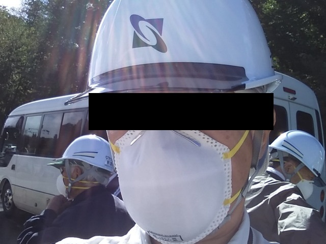 ヘルメットと防塵マスク1007