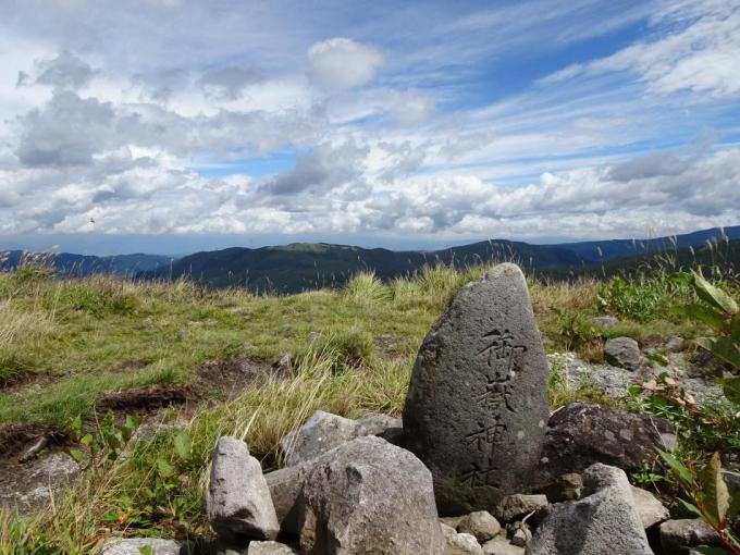 第二峰の御岳神社石碑