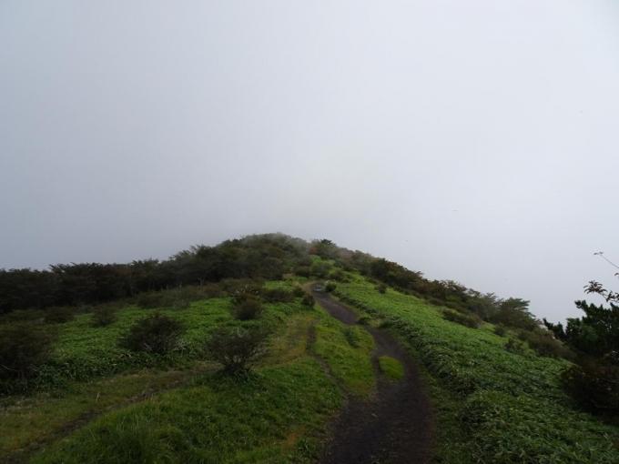 鍋割稜線、曇ってきた