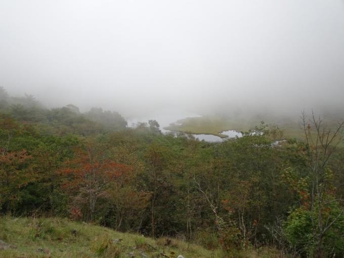 霧の鳥居峠から