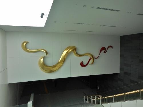 創世スクエア 市民交流複合施設 入口のオブジェ