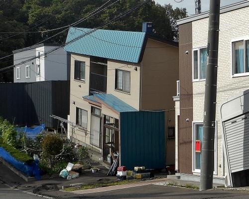 里塚1条1丁目 液状化した地盤の住宅