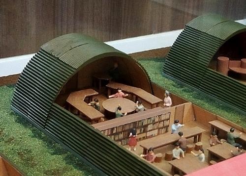 中島児童会館 資料室 カマボコ兵舎模型 接写