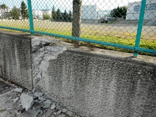 美しが丘小学校 グラウンド擁壁の損壊 180908