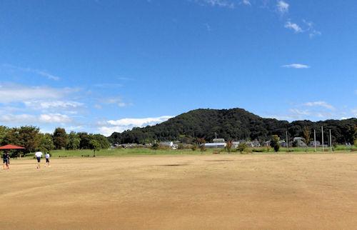 晴天下の畝傍山