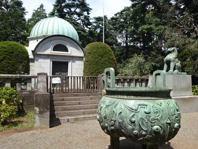 岩崎家霊廟 香炉