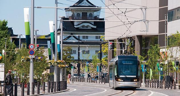 富山駅とセントラム