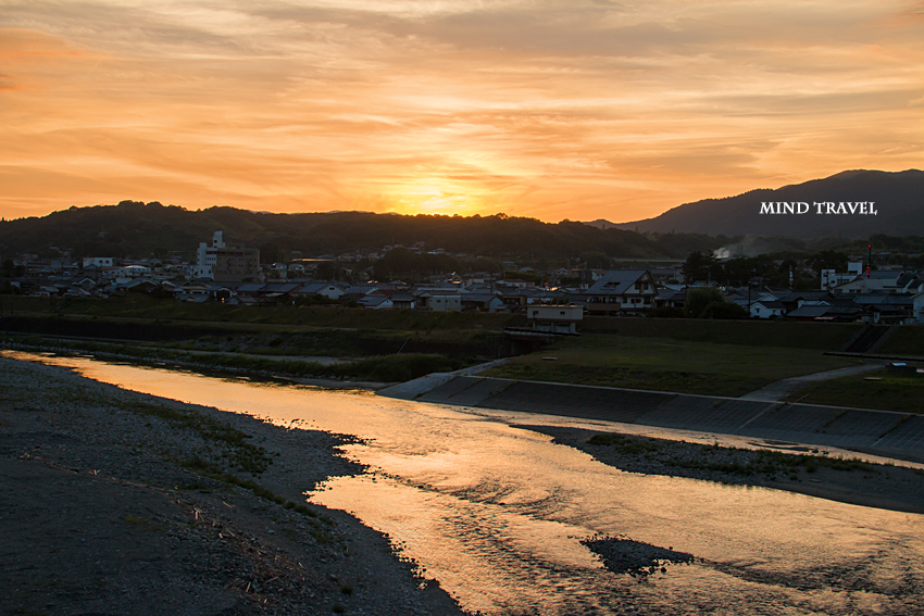 吉野川より五條新町を望む