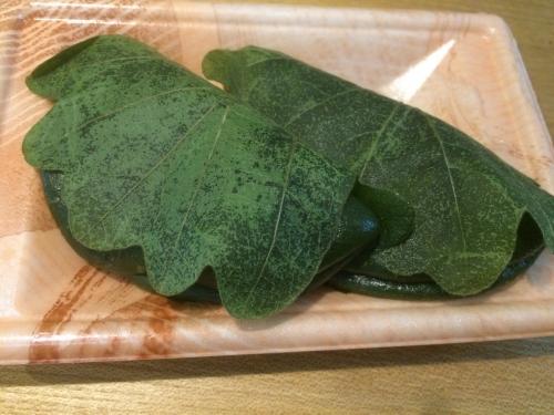 緑々している柏餅です。。。