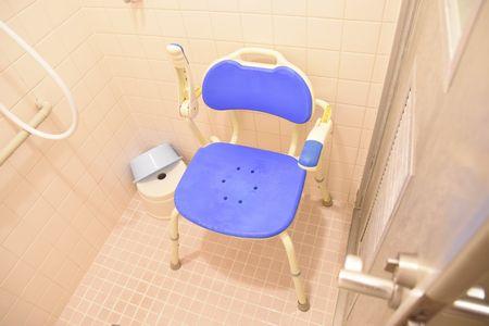 東都文京病院共用シャワールームのイス