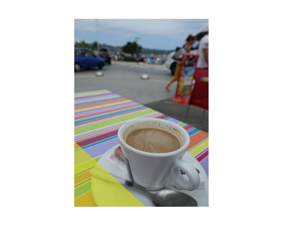 オンダリフランス側カフェ