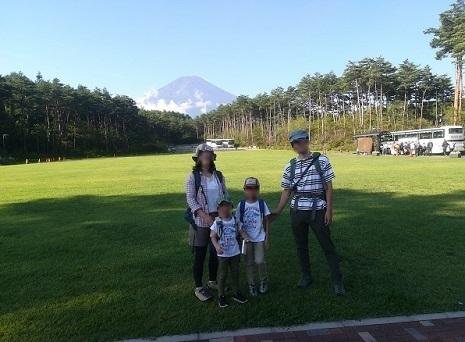8 孫たちと富士山