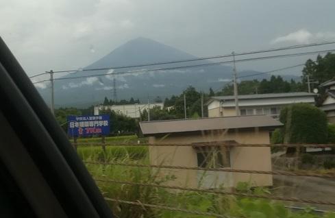 13 富士宮 車窓から富士山