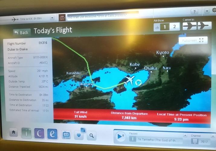 18 淡路島の上空を飛行中