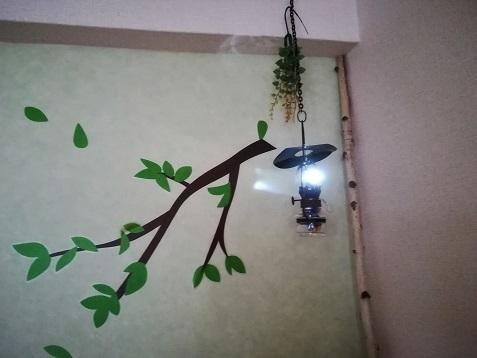 8 山小屋風ランプ 点灯中