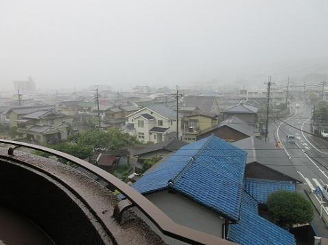 2 突然、雨と暴風になった