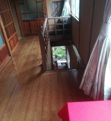 4 旅館の階段