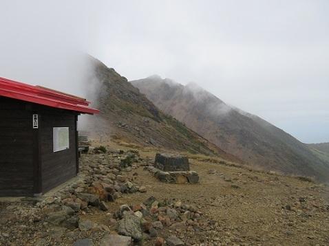 3 峰の茶屋跡避難小屋