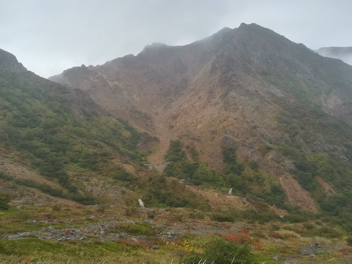 23 下山路から朝日岳の勇姿
