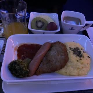 エジプト航空ビジネスクラス朝食メインディッシュ