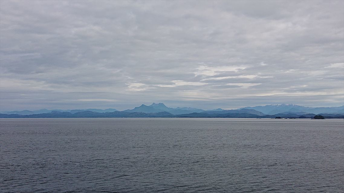 ケチカンへ向かう途中の海