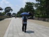 20180726_日傘を使う男性03