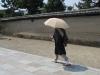 20180726_日傘を使う男性05