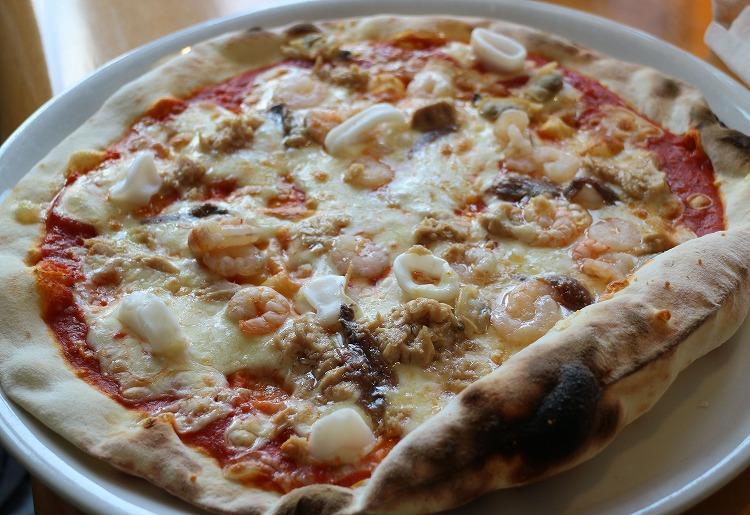 魚介類のピザ 30 8 14
