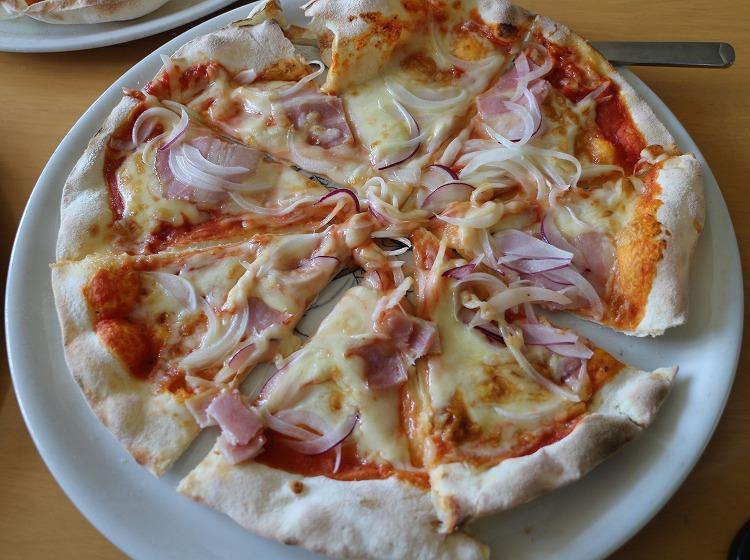 ベーコンとタマネギのピザ 30814