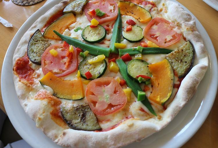 季節の野菜のピザ 30 8 14