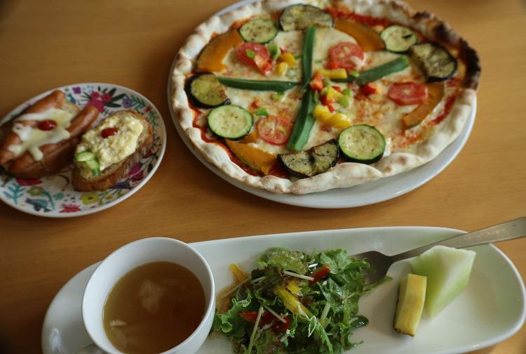 季節の野菜ピザ 30 8 28