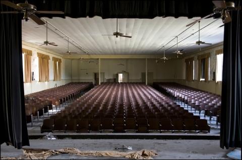 廃墟 映画館