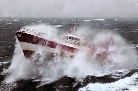 助け船 荒波
