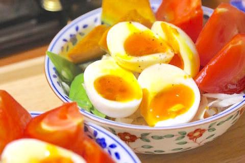 ゆで卵とカボチャとトマトのサラダ
