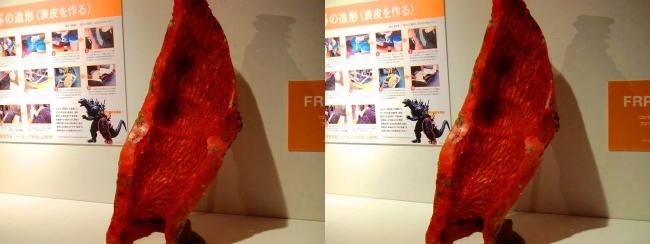 「特撮のDNA展」ゴジラ 脚型(平行法)