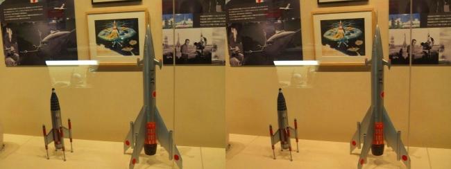 「妖星ゴラス」(1962年)土星探査船JX-1隼号・「怪獣大戦争」(1965年)P-1号(交差法)